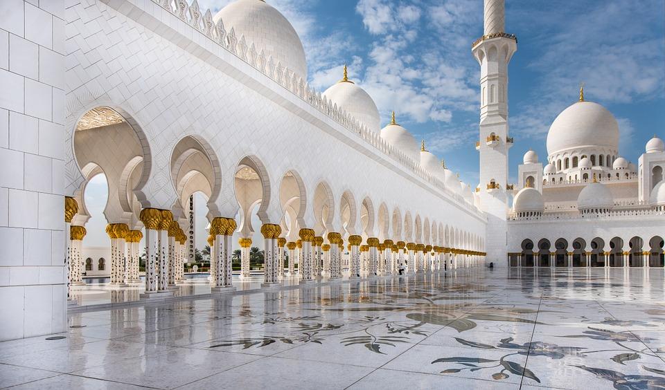 mosque 615415 960 720 - Ehrenlegenden - X Fakten über Averroes